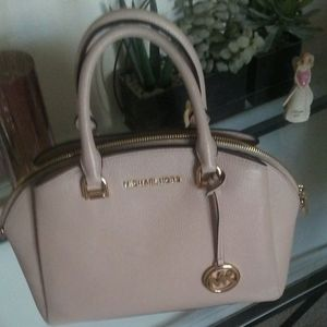 Micheal Kors Maxine bag with crossbody strap